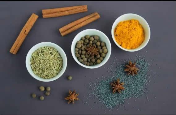 Herbs Curcumin, Cinnamon and FiveSpice